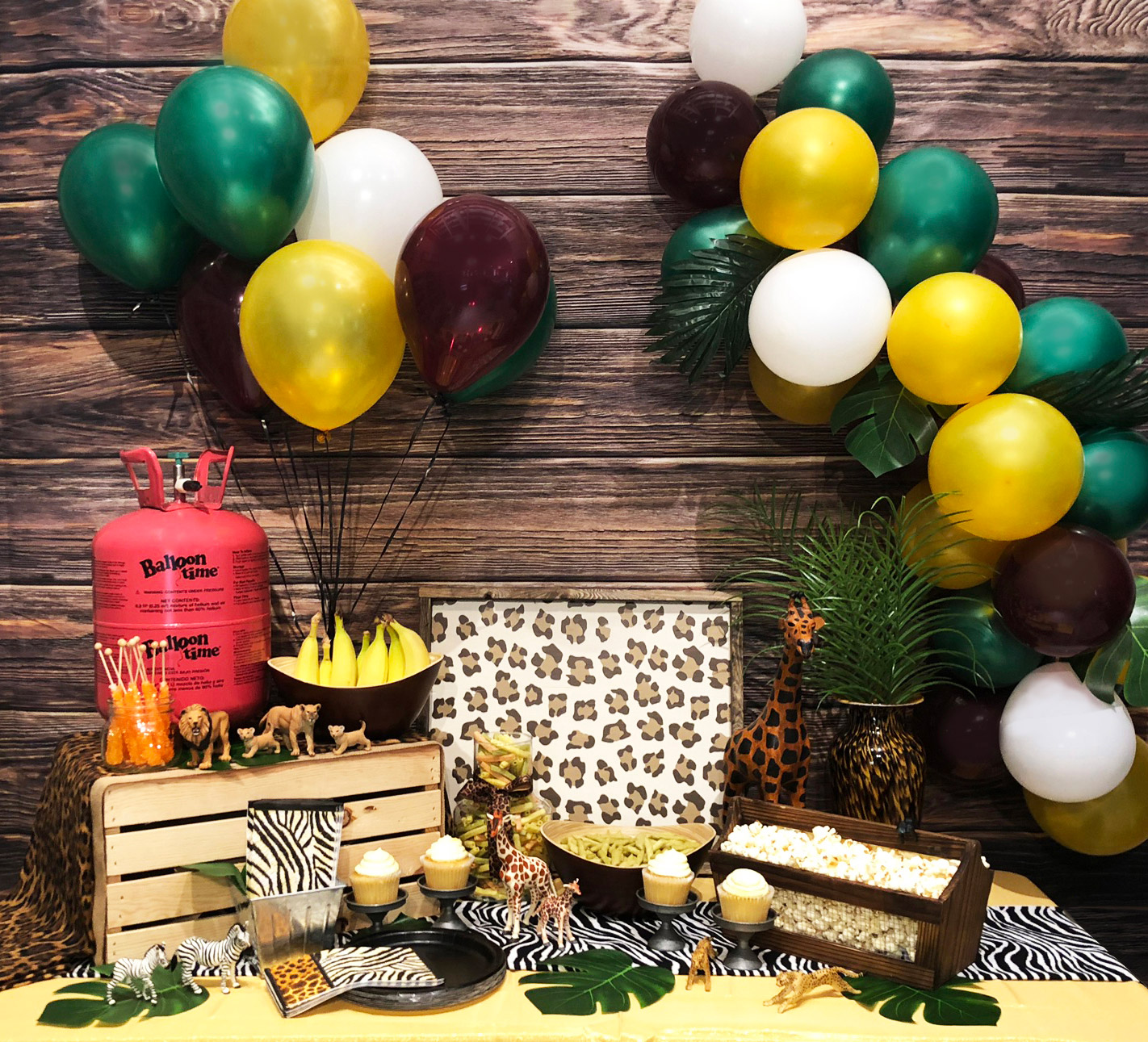 Jungle themed party decorations